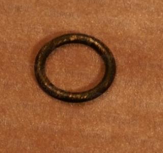 Кольцо с крючком D-16 мм черное золото