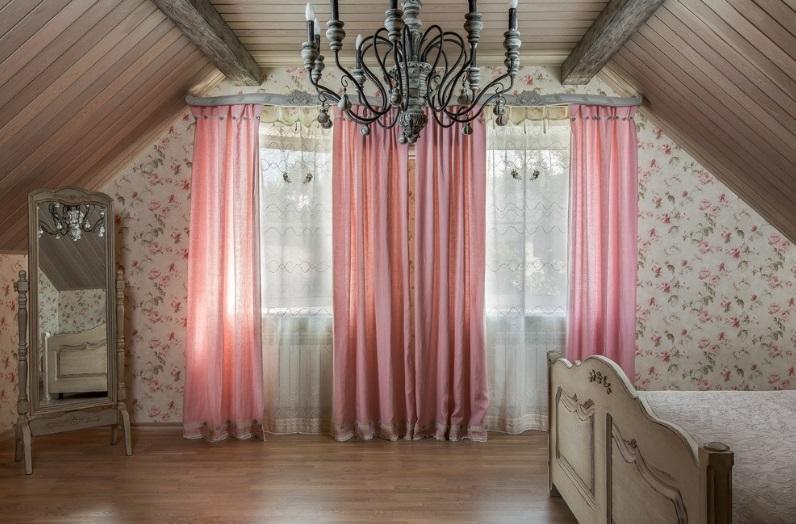 Портьера розовая однотонная с сеткой вышивкой в спальне